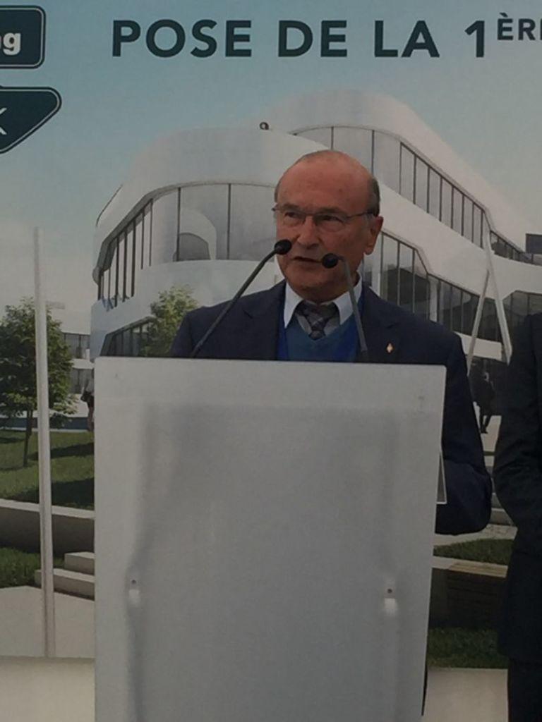 20181109 pose 1ere pierre racing park 4 b dejean maire de champagne au mont d'or