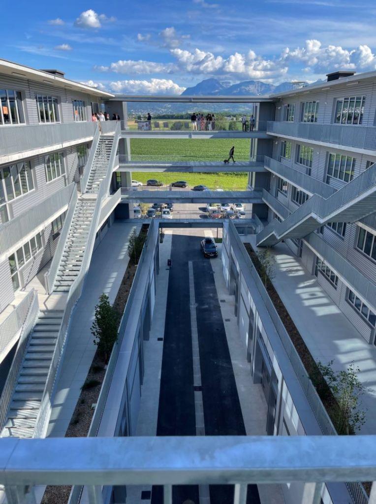 Supernova bureaux innovants coworking mixité des usages travail collaboratif nouveau pôle d'activités, de bureaux et services architecture